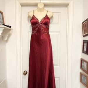 Beautiful Burgundy👗size 5/6🌹By Roberta